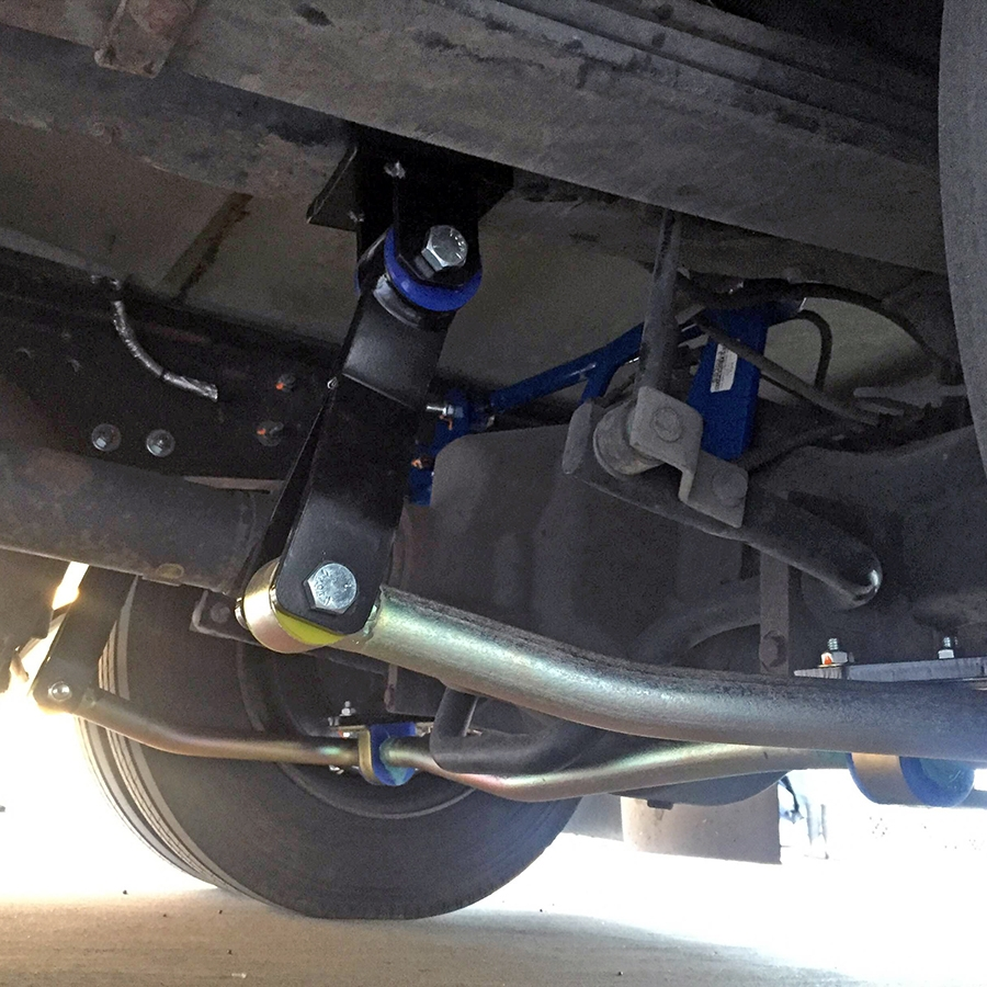 Rear SuperSteer trac bar (blue) and Roadmaster sway bar (silver)