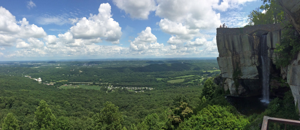 There's a rather dubious claim that you can see seven states from Lover's Leap in Rock City. True or not, the view is great.